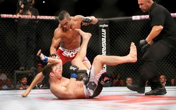 MMA combattant au sol