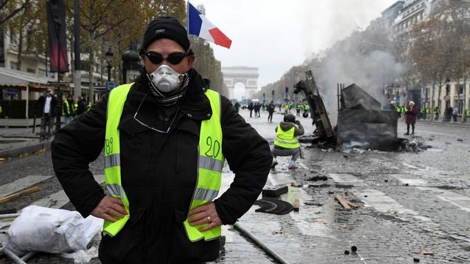 Read more about the article Les gilets jaunes et la question du fascisme