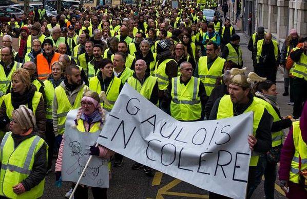 Read more about the article La filiation des gilets jaunes avec l'antiparlementarisme