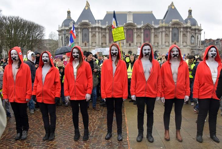 Read more about the article Un acte XVI des gilets jaunes simplement vulgaire