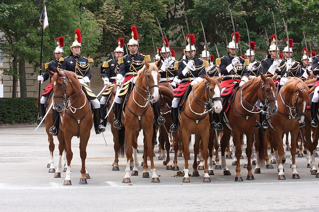 Escadron de cavalerie de la garde républicaine. Quartier des Célestins - 14 juillet 2012 (wikicommons)