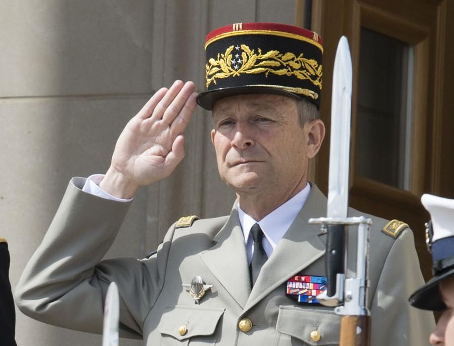 Read more about the article Valeurs Actuelles en appelle au militaire Pierre de Villiers pour la tête de l'État