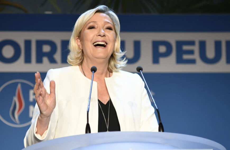 Marine Le Pen candidate en 2022: lui barrer la route coûte que coûte