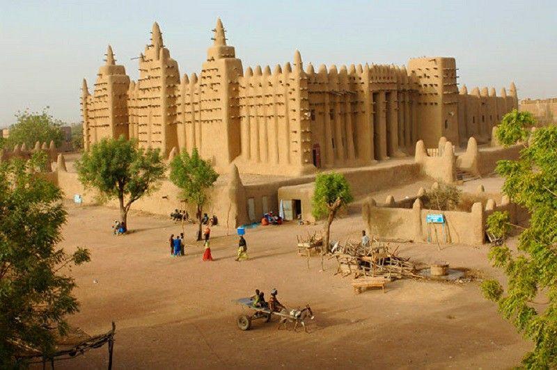 Vers la guerre: le coup d'État pro-Islam et pro-Russie au Mali