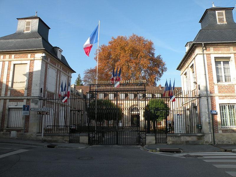 Read more about the article La Préfète de l'Oise exige contre AVA l'emploi de la force, y compris la force armée