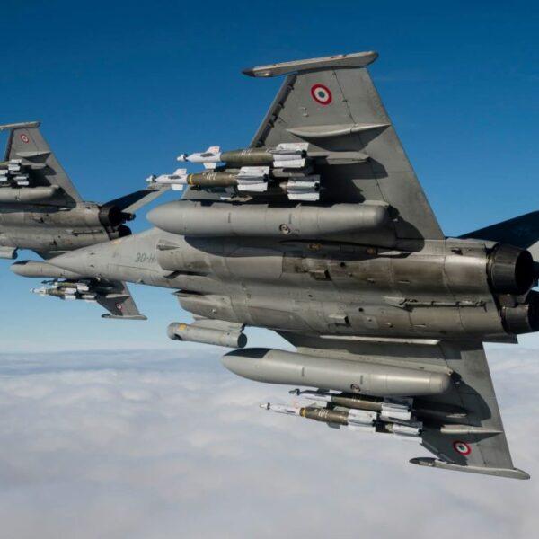 Vers la guerre: l'armée grecque se renforce avec du matériel militaire français