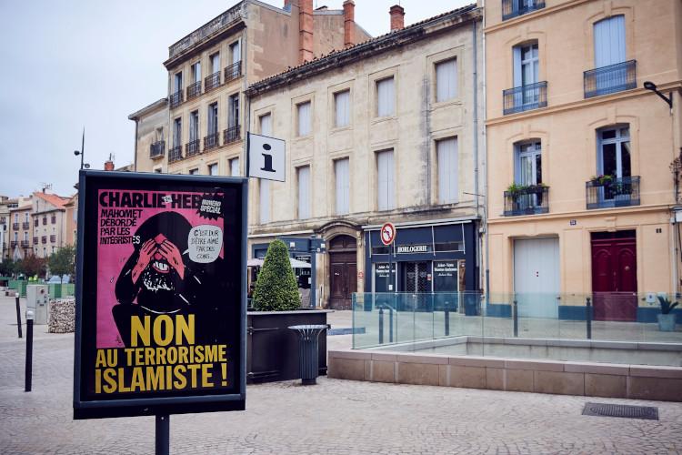 Read more about the article Robert Ménard se fait détruire par Charlie Hebdo