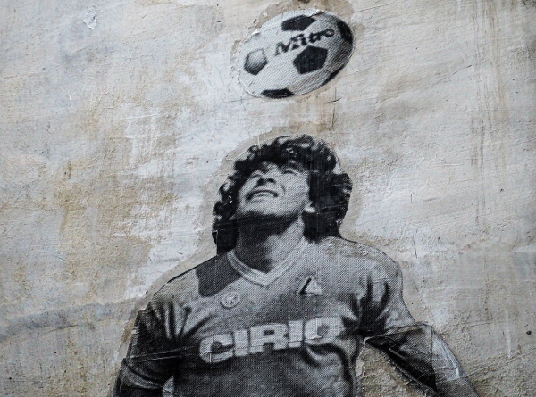 Read more about the article Diego Maradona, le cerf-volant cosmique