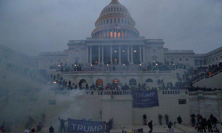 50 ans après les Black Panthers, les trumpistes prennent le Capitole
