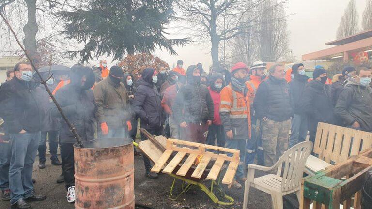 Read more about the article Deux documents de la grève à Total Grandpuits