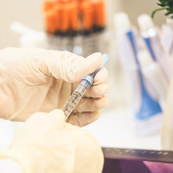 Covid-19: refuser la vaccination serait une erreur