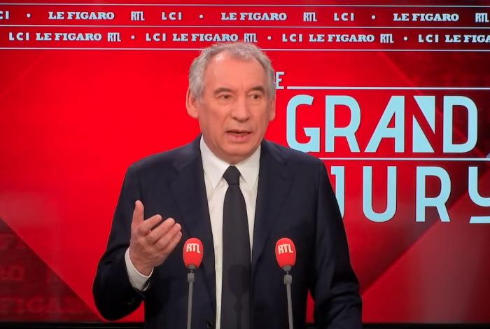 Read more about the article François Bayrou, les 4 000 euros par mois et la gauche misérabiliste