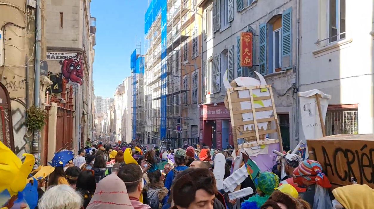 Read more about the article Carnaval à Marseille: 6500 vitalistes symbole d'une France en perdition