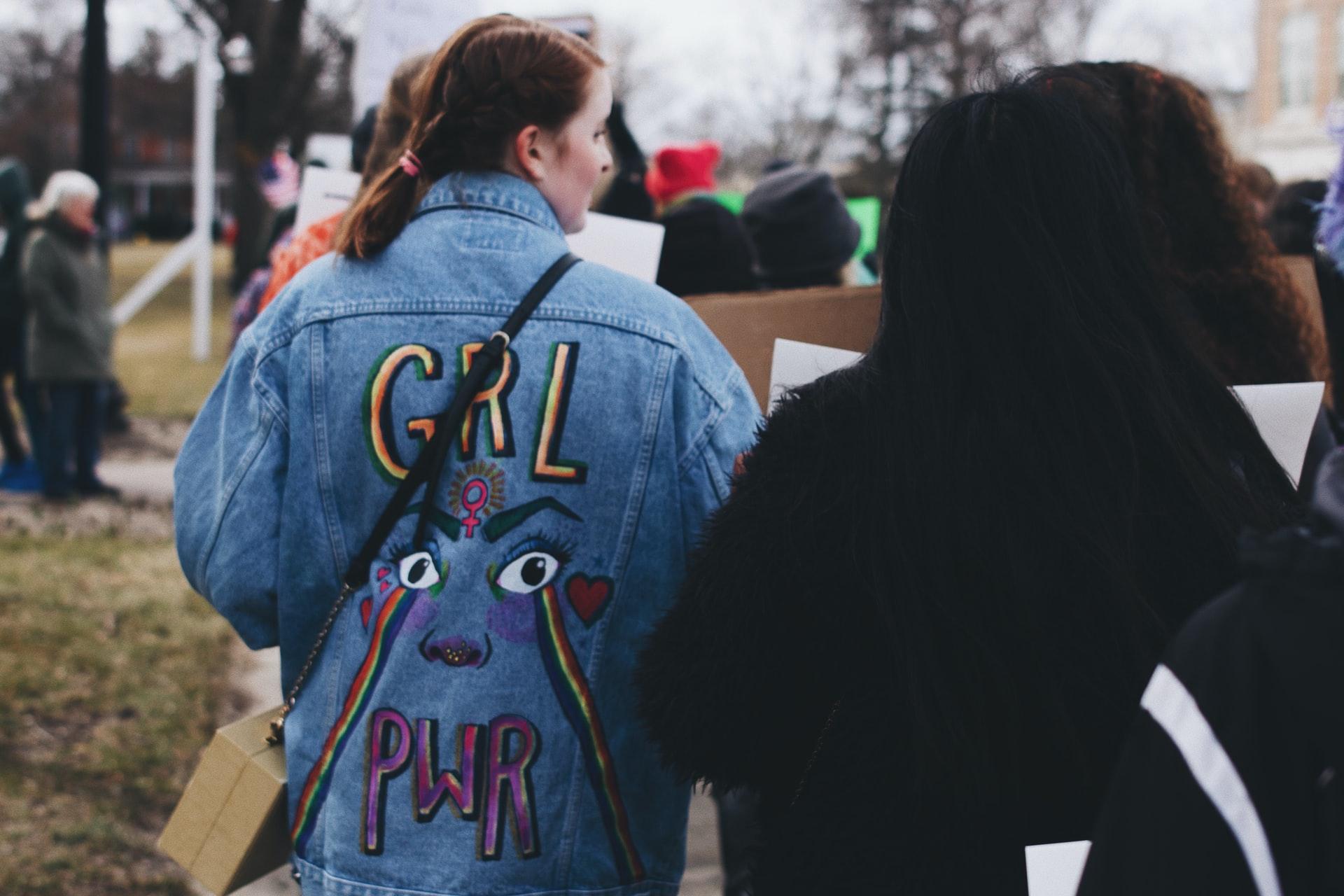 Read more about the article Une tribune féministe de gauche dénonce la violence de l'activisme «trans»