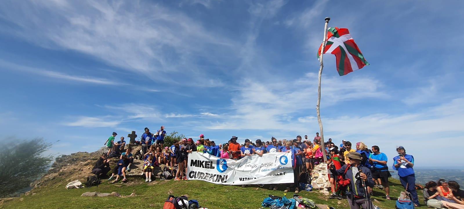 Marche solidaire sur les sommets au Pays basque en France
