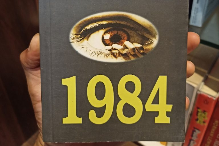 Read more about the article Anti-pass sanitaire: l'insupportable paranoïa à la 1984