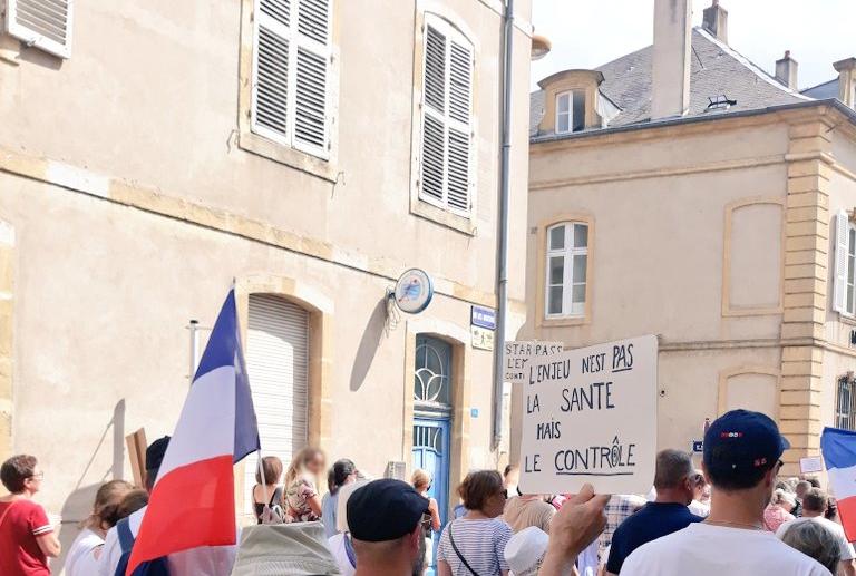 Read more about the article Déloyauté à la collectivité : 215 000 anti-pass sanitaire le 14 août 2021