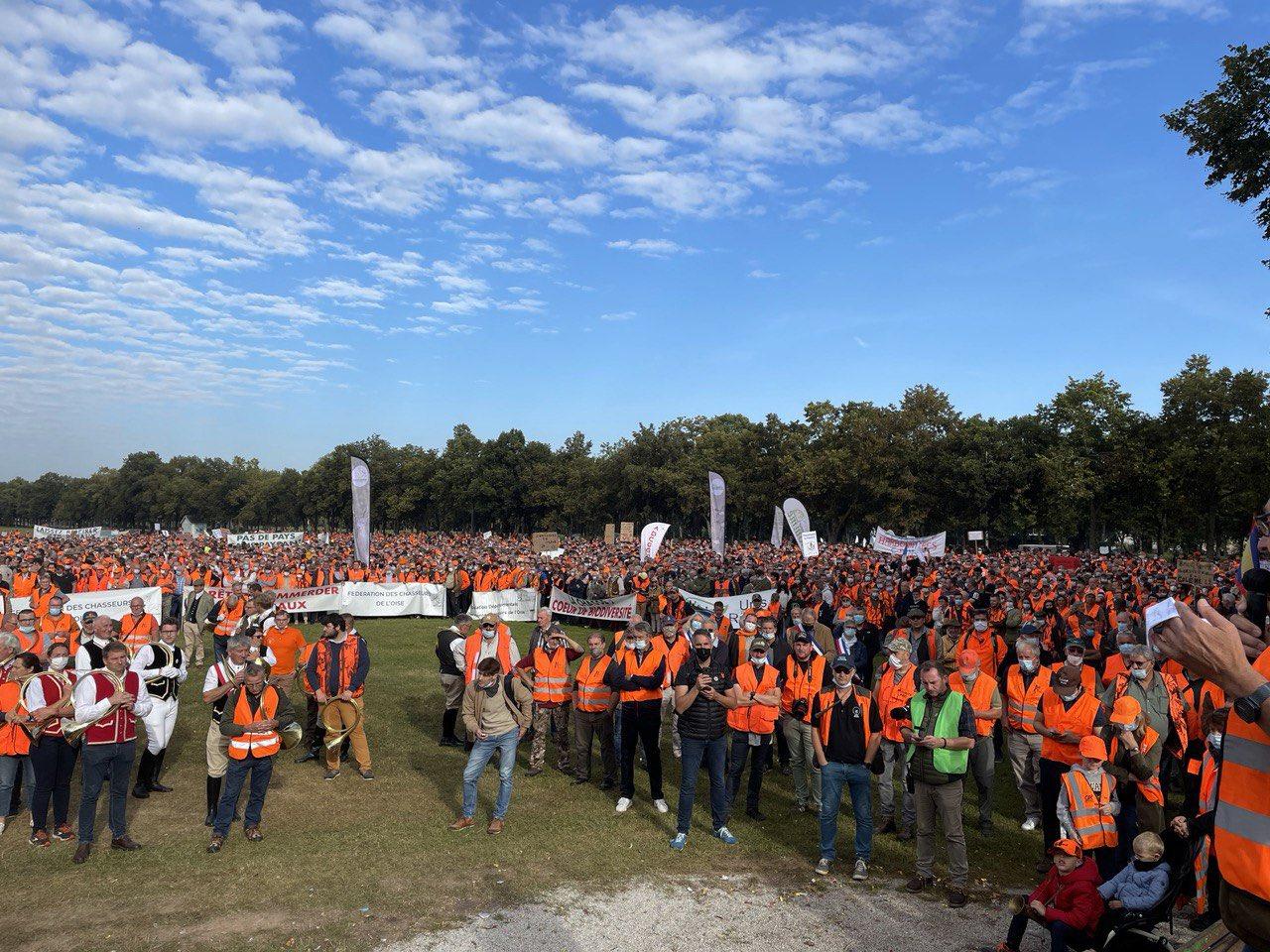 Read more about the article 18 septembre 2021 : chasseurs, anti-pass… des dizaines de milliers de beaufs partout en France
